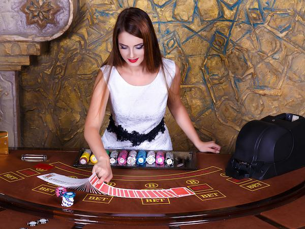 CasinoFemDealr