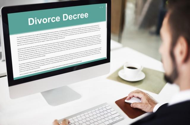 Man view DIY divorce papers on his computer